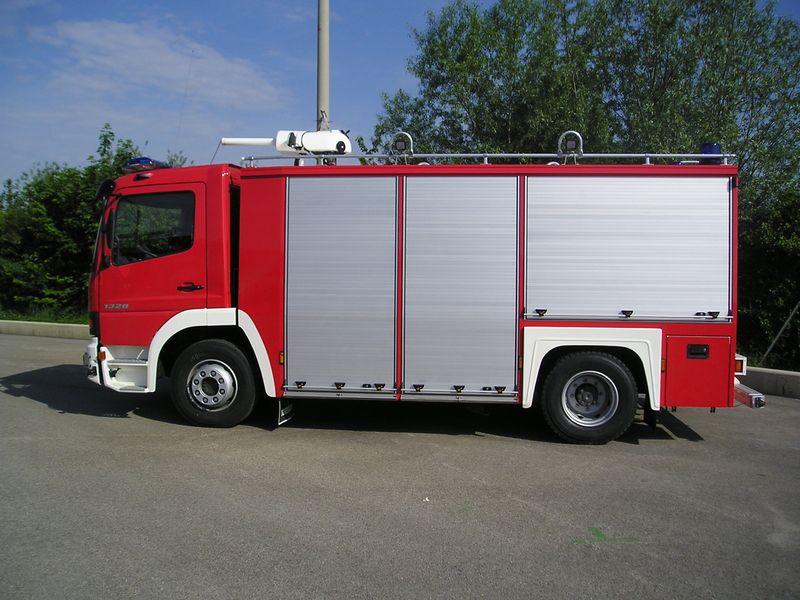 Xe chữa cháy công nghiệp bằng bọt khô9