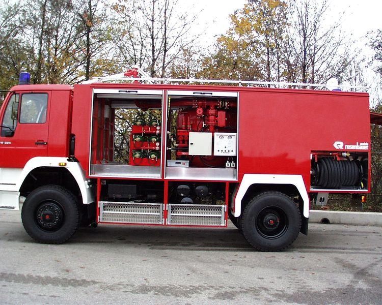 Xe chữa cháy công nghiệp bằng bọt khô6
