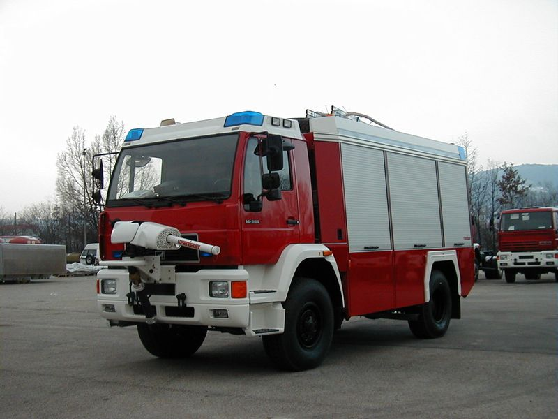 Xe chữa cháy công nghiệp bằng bọt khô5